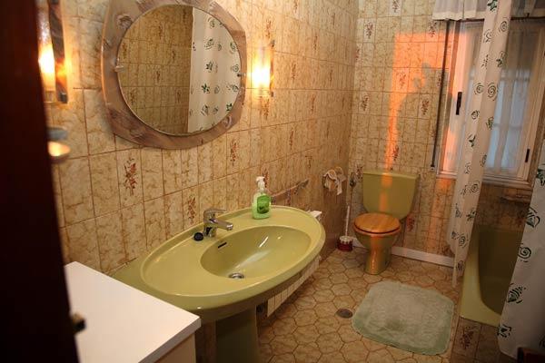 Uno de los baños de la casa