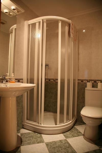 Vista de uno de los baños de la casa
